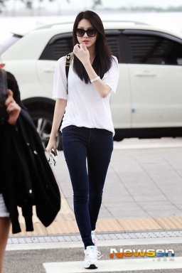 1-1Girl's day Yura Airport Fashion
